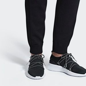 Womens Adidas 7.5 Ultimamotion  black